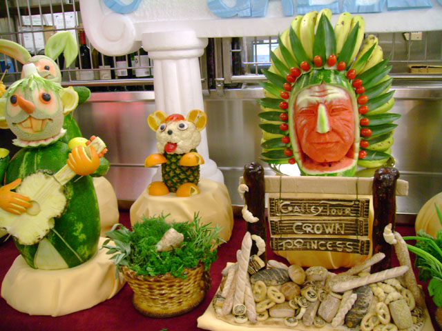 Crown Princess: Assorted Fruit Carvings